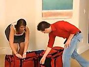 Nykomling par att njuter ser sin första swinger orgie