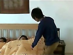 Gey Asian Orgy grubunda kas Top Chang Fucks Nok en Delik