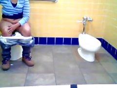 A Tuvaletli olarak Yağlı Hintli öfkelenerek