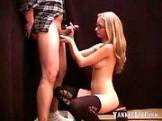 Sevimli kız handjob verir