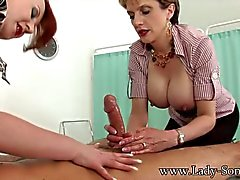 MILFs Lady Sonia ja Punaiset jerk off Big Cock