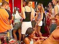 Verschmutzt Party Hack saugen und ficken Schwänzen Club
