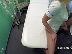tizio muscolosa del cazzo infermiera calda a all'ospedale