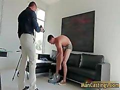 Sexy stud Mike zuigt jizzster en krijgt part2