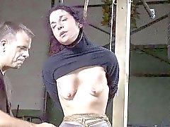 della donna del brunette in schiavitù servo