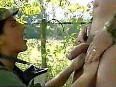 Su della ragazza dell'esercito di Karen Lancaume
