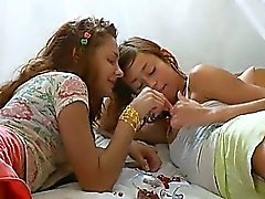 Hulluksi venäjä lesbo pillua gag