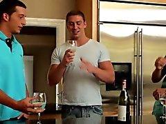 Gaysex muscle jocks threesome fun