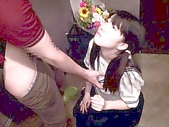 Koridorda yer tittyfucked öğrenci üniforma içinde Japon gençlik