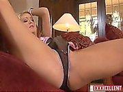 Herrliche blonde Porno Nadia Hilton masturbates während sie