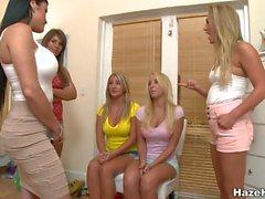 Лесбиянка милашки ожидают для своих для лица заседаниями