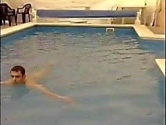 Bisex spelen in het resort zwembad