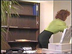 Sırık gibi ergin ofisinde çarptı olur
