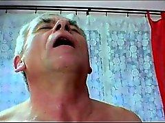 Vite uomo vecchio brutto giovane blonde