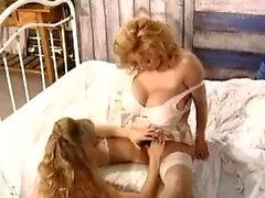 Lesbisch Küssen Nippel Lutschen
