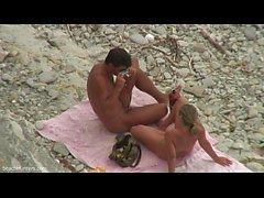 Catching ein Paar Sex auf dem Strand
