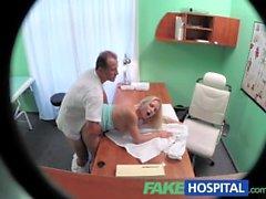FakeHospital Blonde con tetas agradables obtiene un examen completo