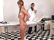 Heißer Blaue Engel wird von ihrem Doktor Arzt Pfirsiche bestraft werden
