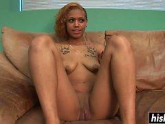 Ebony Babe zeigt ihren wunderschönen Körper