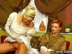 Morsian bukkaked hänen lesbo ystäviä lelu