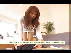Risa Kasumi saf Çinli kız bir sabit horoz biniyor