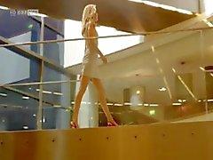 Блондинка пупсик Wolke Hegenbarth некоторых сюжетов с своего фильма