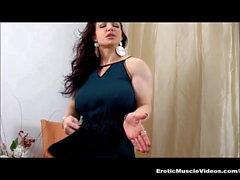 EroticMuscleVideos - FBB musculaire Butt les Broie de BrandiMae