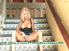 Taryn a magnifique plantureuse blonde girl caresser la chatte avec un vibrateur