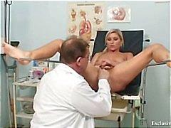 Foxy sarışın kız Leona vajina gyno checkup