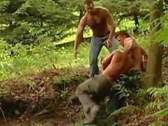 ungeschnitten Muskel trägt Umbaumannschaft gefangenen Stud