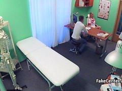 Milf enfermeira fodido jovem stud no hospital