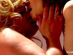 Busty lesbisk åtgärder i Shyla samt Taylor