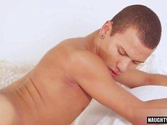 Latina twinks sexo anal con creampie