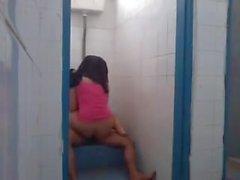 Malay Sex in der öffentlichen Toilette