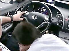 Teenager che Bocchino ed inghiottire nel auto
