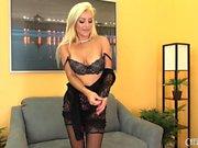 Blonde Cameron Dee Sexy und Solo