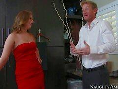Джиллиан Янсона настолько сексуальной в своем красное платье