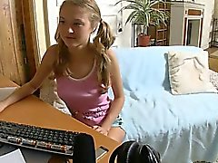 18yo amateur meisje poseren voor webcam