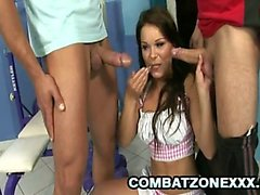Jeny Bebek - Seks Hungry Babe Pleasuring İki Cocks