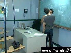Relaciones sexuales homosexuales Apenas otro día en la oficina Enseñar a Jovencitos ! de jason de Alcock
