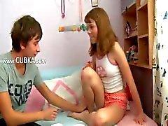 Russische schoolmeisjes genieten van seks