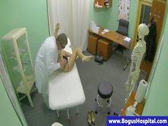 Emlakçı hastaların dik doktorla tarafından jizzed