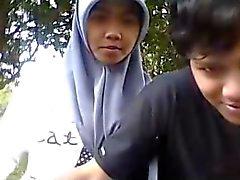 in Indonesia - cewek il jilbab ciuman sama Pacar