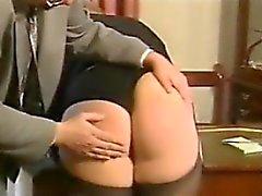 Blondin kvinna som blir förlorade mot chefen