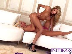 IntimateLesbians - Puma Swede & Kayla Carrera liebt, große Beute zu ficken
