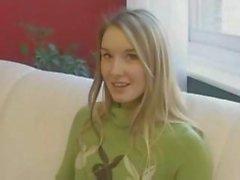 Hot blonde Teen Wichsen kanadisch so sie am Anfang verfilmt