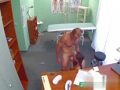 Gefälschte Klinik russischen Küken