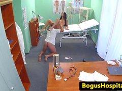 В евро cockriding пациента врача во время экзамене