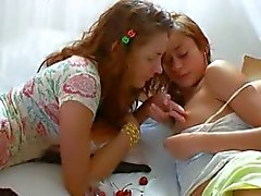 Insane czechian lesbo pillua syöminen