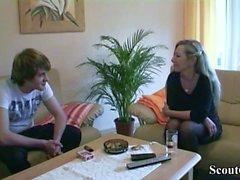 Deutsche Mutter Teach Virgin Step-Son wie man vor dem Geburtstag fickt